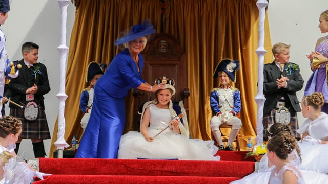 Queen Maddison Crowned – Happy Fair Day