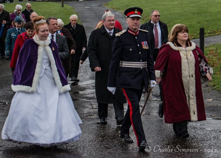 Queen Attends Memorial Service Harcus Strachan VC